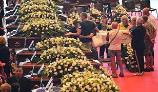 W sobotę odbyły się państwowe pogrzeby 18 ofiar katastrofy. Inne rodziny urządziły bliskim prywatne uroczystości, rozżalone na władze, które dopuściły do tragedii