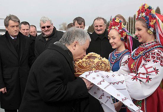 Prezydent na obchodach 65. rocznicy mordu polskich mieszkańców wsi Huta Pieniacka koło Lwowa