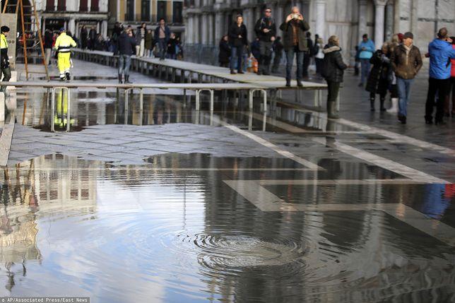 Wenecja. W sobotę po południu woda znów zaczęła się podnosić