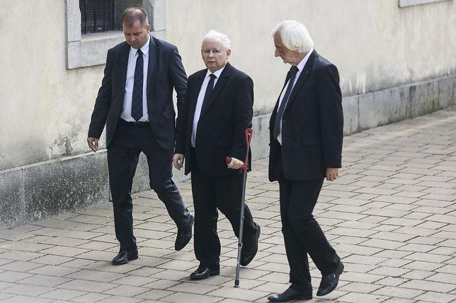 Jarosława Kaczyńskiego czeka długa rehabilitacja