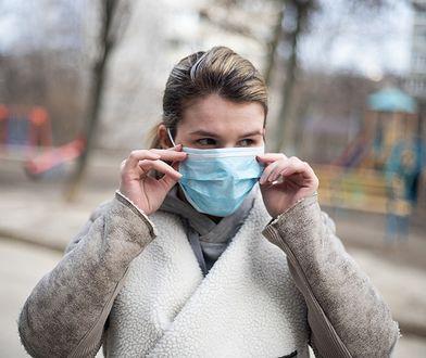 Koronawirus. Naukowcy zaobserwowali średnio ponad 30 objawów COVID-19 u zakażonych osób