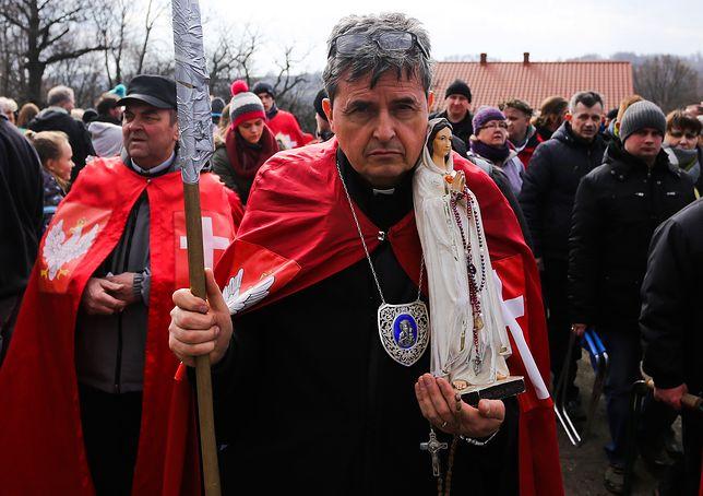 Ks. Piotr Natanek zbiera wokół siebie wyznawców wbrew Kościołowi