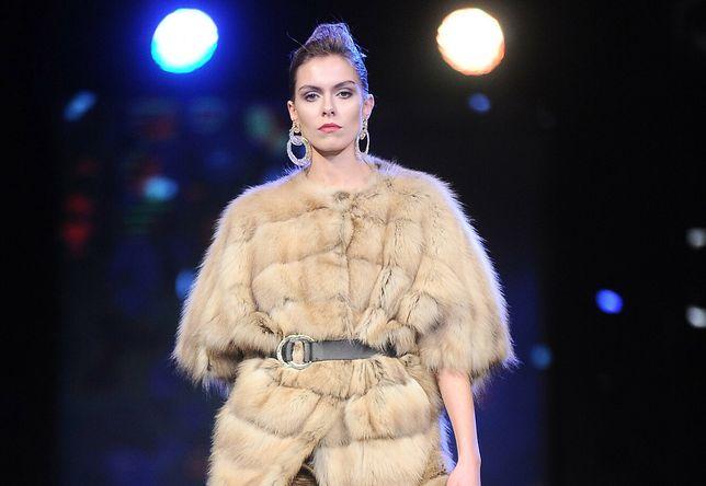 Po fiasku ustawy z zakazem hodowli norek, branża futrzarska planuje wielki biznes w Polsce. Na fot pokaz mody Winter Carnival