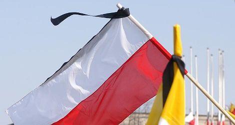 Gdy flagi opuszczone są do połowy...