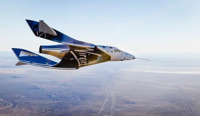 SpaceShipTwo VSS Unity szybuje po odłączeniu się od samolotu WhiteKnightTwo VMS Eve, 3 grudnia 2016 r.