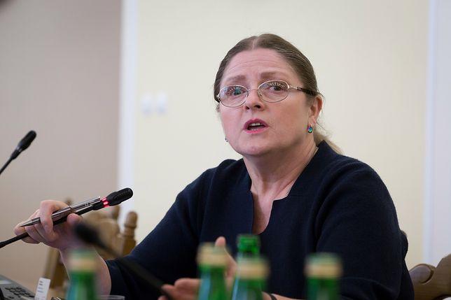 """Koronawirus w Polsce. Krystyna Pawłowicz sugeruje, by """"nie oglądać się na innych"""""""