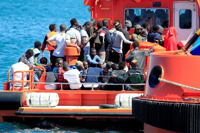 Czy Włosi łamią prawo? Odsyłają statki z uchodźcami do Libii