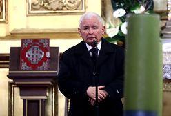 """""""Pilne"""" przemówienie Kaczyńskiego na pogrzebie. TVP Info przerwało konferencję ministra zdrowia"""