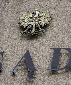Sprawa radnego Jarosława R. skazanego za znęcanie się nad żoną umorzona