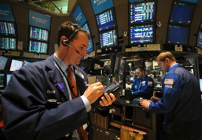 Amerykańska giełda bije rekordy, a dolar słabnie