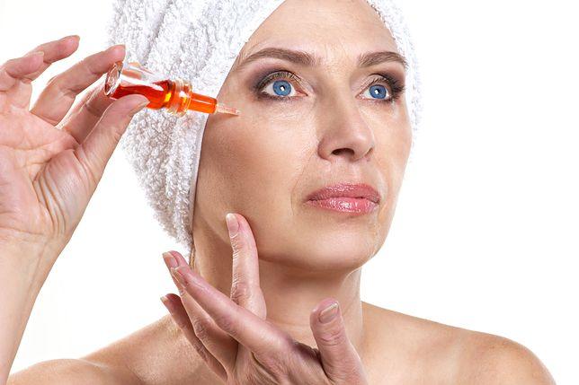 Pożegnaj na zawsze problemy z suchą skórą. Sprawdź rekomendowane sera do twarzy