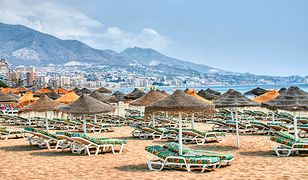 Plaże Malagi z dnia na dzień opustoszały. Miasto wygląda jak wymarłe