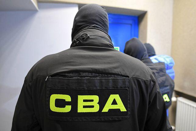 W sidła agentów CBA wpadł także pośrednik. W środę obaj staną przed prokuratorem i usłyszą zarzuty.