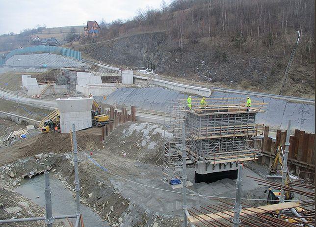 Budowa wiaduktu w Lubniu. Stan na 26 marca 2018 r.