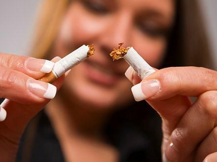 Widok papierosów na wystawach coraz rzadszy