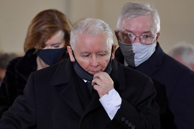 Zdaniem lokalnych działaczy, prezes PiS Jarosław Kaczyński złamał obostrzenia w kościele