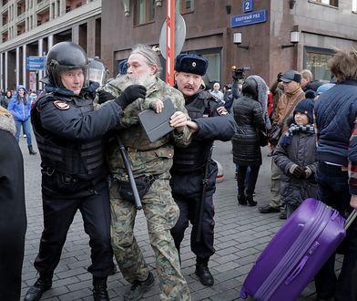 Zatrzymanie demonstranta w centrum Mokswy