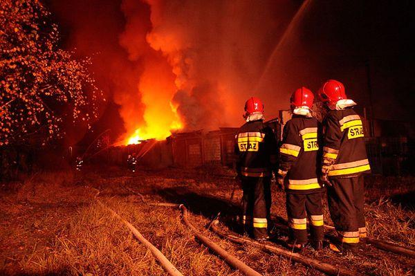Strażacy walczyli z ogniem całą noc  - zobacz zdjęcia