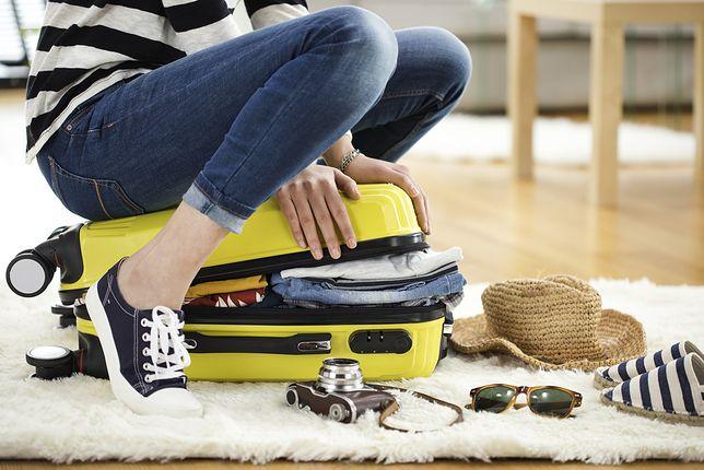 Duże walizki na kółkach idealne w daleką podróż. Teraz w promocji