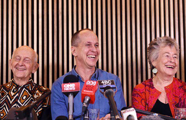 Peter Greste w otoczeniu rodziców