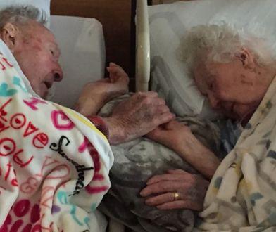 100-letni staruszek towarzyszył żonie na łożu śmierci. Do ostatniej chwili trzymał ją za rękę