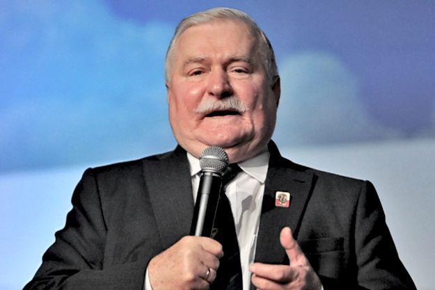 Odzyskanie wraku tupolewa. Lech Wałęsa zamieścił odważne porównanie
