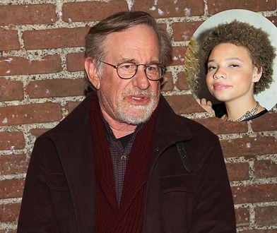 """Steven Spielberg wspiera Mikaelę, ale podobno jest """"zaniepokojony"""" jej pomysłem na życie"""