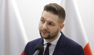 """Marcin Chłopaś: """"Patryk Jaki przeciwko akcji 'Nie świruj, idź na wybory'. A co z LGBT?"""" (Opinia)"""