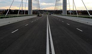 Czy z polskich dróg zniknie podwójna ciągła?