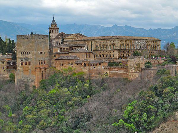 Przez 5 lat zarobili 6,5 mln euro. Okradali Alhambrę