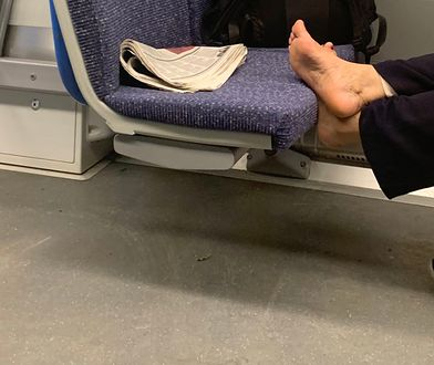 Uciążliwa pasażerka w pociągu