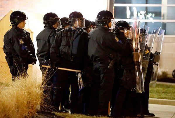 Zamieszki w Ferguson po decyzji ws. zabójstwa 18-latka