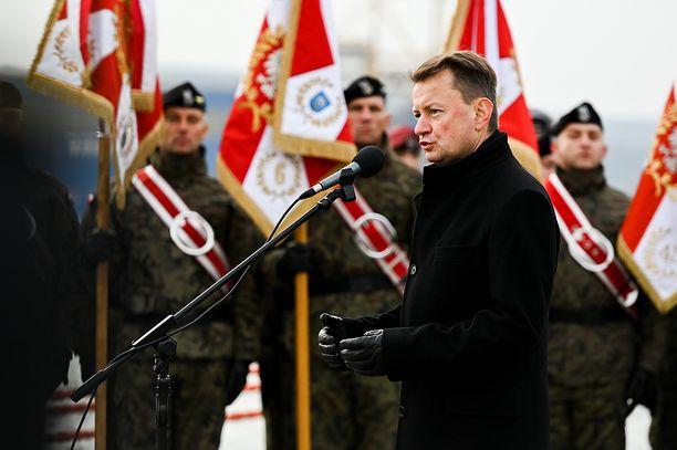 Koronawirus. Minister Mariusz Błaszczak zapowiedział, że od teraz żołnierze będą pobierać wymazy do badań na obecność koronawirusa(Photo by Mateusz Slodkowski/SOPA Images/LightRocket via Getty Images)