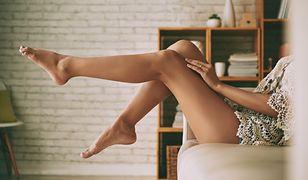 Krostki na nogach można usunąć naturalnymi sposobami