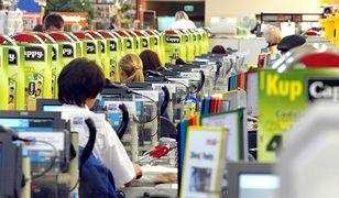Czas skanowania produktów przez kasjerów jest wnikliwie sprawdzany