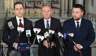 Posłowie PO podczas konferencji. Od lewej: Cezary Tomczyk, Czesław Mroczek, Marcin Kierwiński
