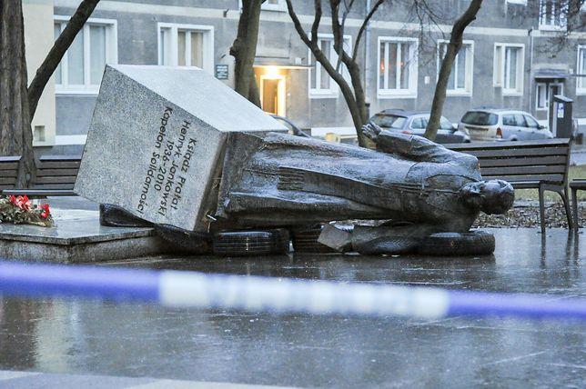 Pomnik ks. Henryka Jankowskiego został obalony w czwartek nad ranem