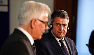 Ministrowie spraw zagranicznych Jacek Czaputowicz i Sigmar Gabriel na wspólnej konferencji w Berlinie