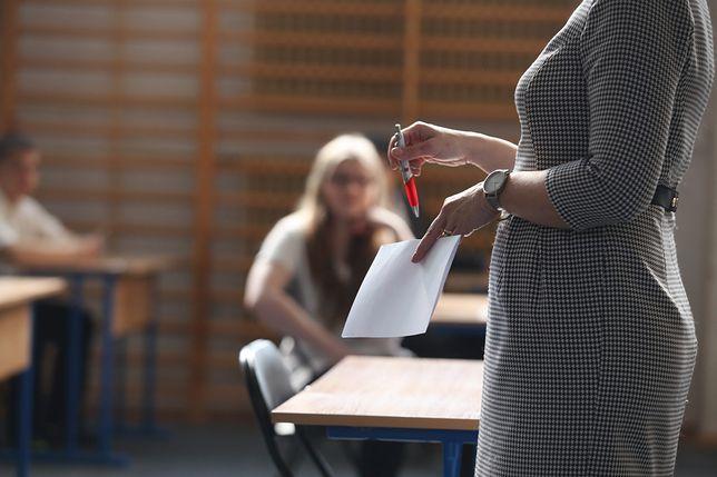 Nauczycielka uderzyła w polityków. Jej post wywołał burzę