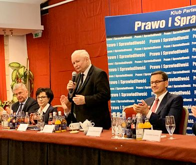 Posiedzenie klubu parlamentarnego PiS. Przemawia Jarosław Kaczyński.