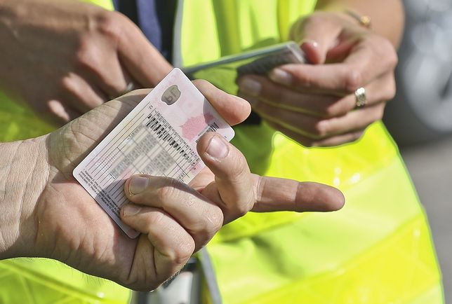 Nie będzie już mandatów za brak dokumentu. Policjanci sprawdzą nasze uprawnienia w systemie.