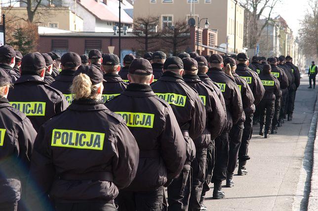 Dodatki dla policjantów mają zostać czasowo zamrożone