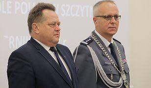 Na zdjęciu: Jarosław Zieliński i komendant Marek Fałdowski