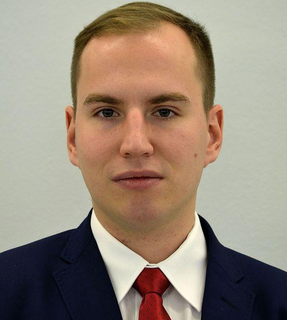 Adam Andruszkiewicz dojeżdża do Sejmu pociągiem. Pobiera ryczałt na paliwo