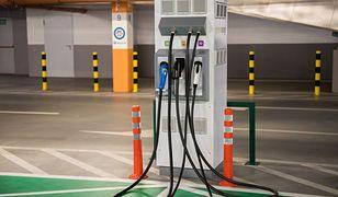Darmowe miejskie ładowarki mają zachęcić do przesiadki na auta elektryczne