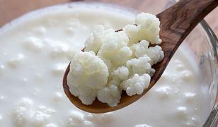 Kefir, dzięki zawartości wapnia i białka, potrafi hamować rozwój osteoporozy