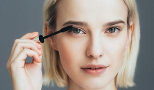 Podkreślone rzęsy powiększają wizualnie oczy