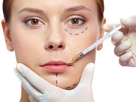 Zabiegi z kwasem hialuronowym dostępne są w większości klinik medycyny estetycznej.