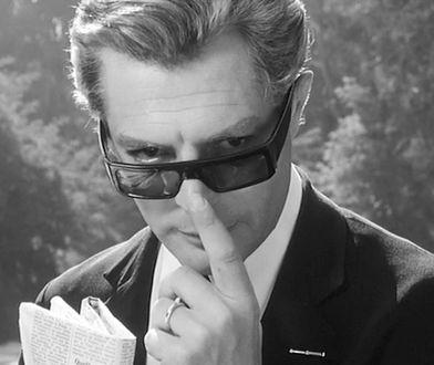 A może włoskie kino? Bohaterowie filmów Felliniego zawsze znajdowali sposób na adorowanie pięknych kobiet.