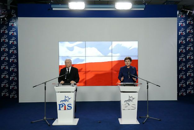 Jarosław Kaczyński i Beata Szydło w trakcie ogłaszania składu nowego rządu